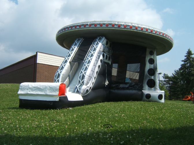 20h x30w x36L UFO Bounce House